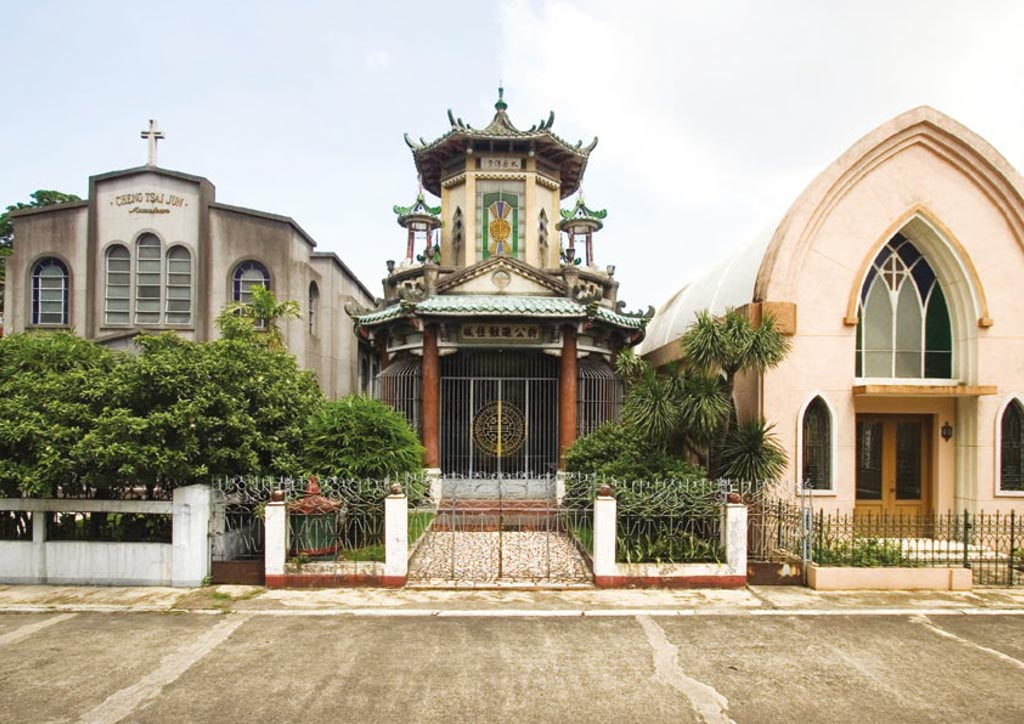 Manila old cemeteries - Chinese Cemetery - cityscape